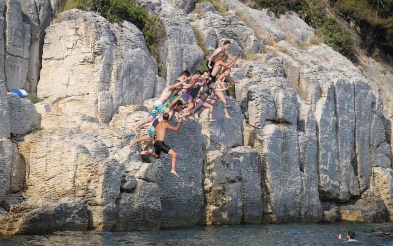 Split sea kayak tour