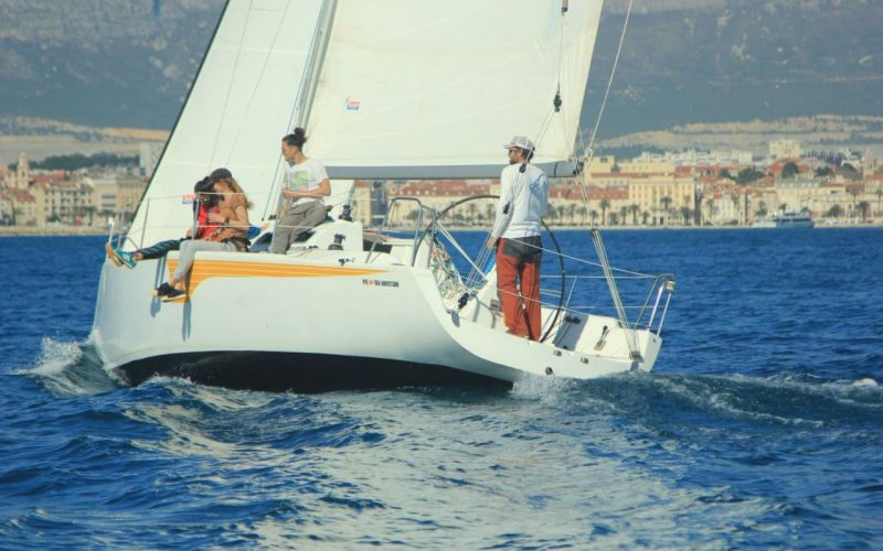 Split sailing tour